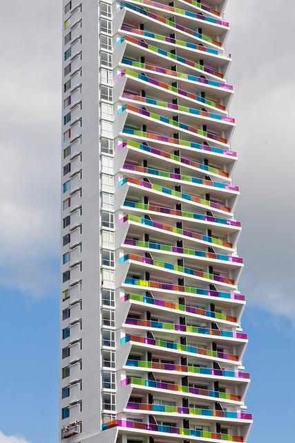 grattacielo colorato panama city